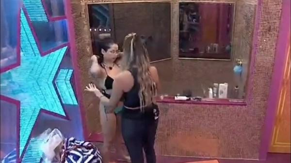 juliette rejeita abraço sarah