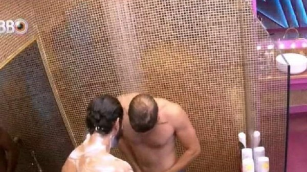 caio mostra pênis para rodolffo