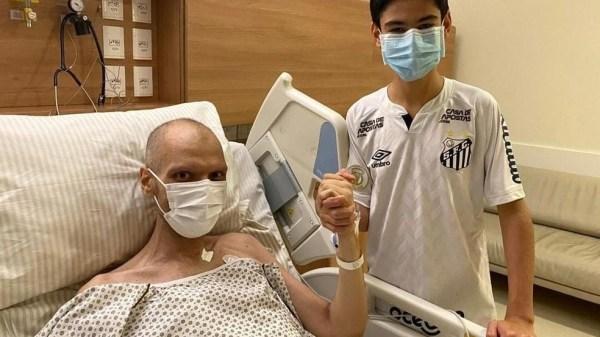 Bruno Covas ao lado do filho no hospital