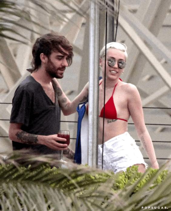 """Ex-assistente de Miley Cyrus revela que voz presente no """"Britney Jean"""" não é de Britney Spears"""