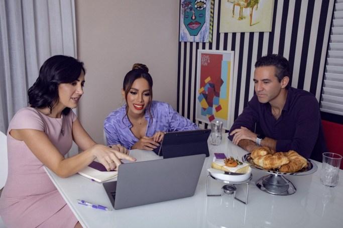 Anitta ao lado dos cofundadores do Nubank: Cristina Junqueira e David Vélez. — Foto: Luiza Ferraz / DIVULGAÇÃO