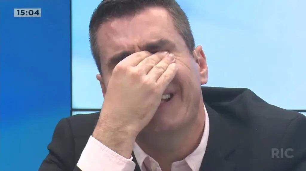 apresentador balanço geral chora ao vivo
