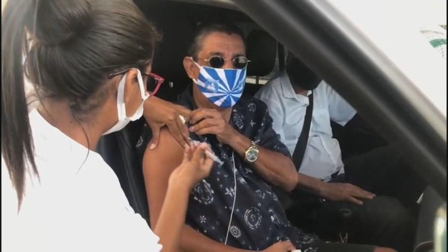 Zeca Pagodinho foi vacinado com as duas doses — Foto: Reprodução