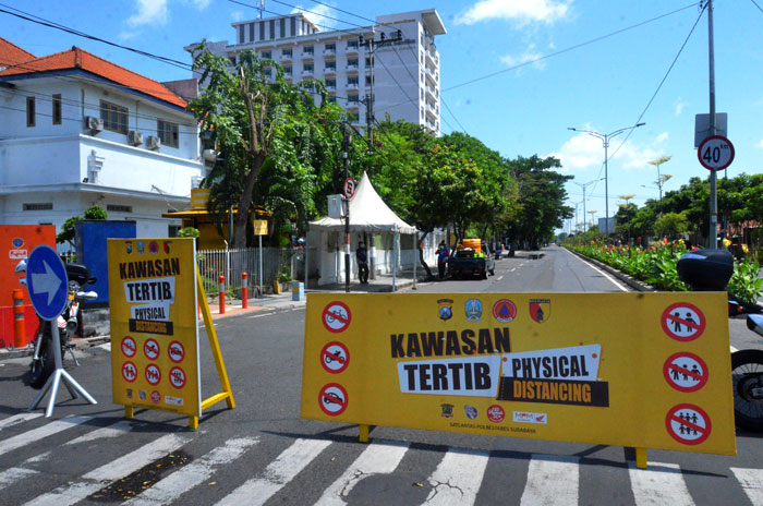 Tiga Ruas Jalan di Surabaya Kembali Diterapkan Physical Distancing