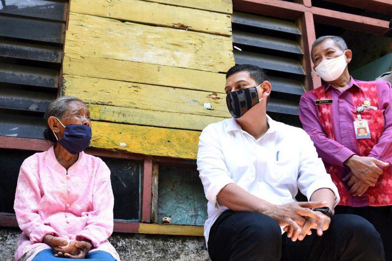 Walikota Kediri, Abdullah Abu Bakar mencari informasi kondisi warga melalui Media Sosial atau Medsos