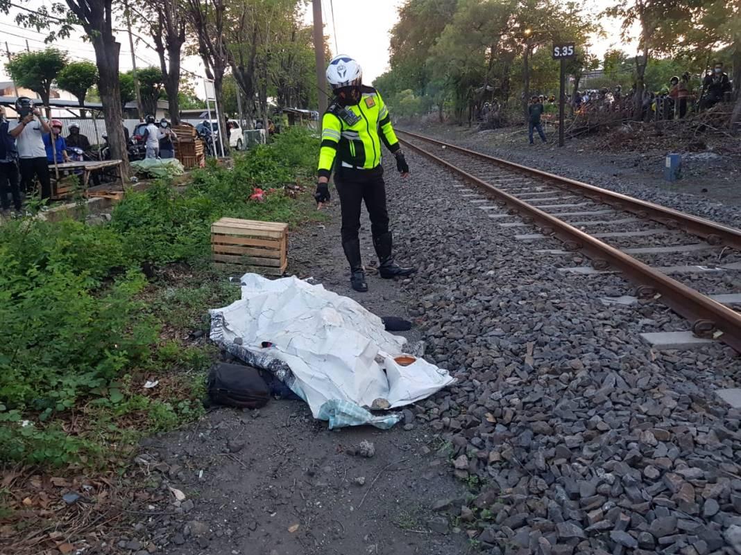 Seorang Pria Meninggal Tertabrak Kereta Api di Jalan Raya Waru Sidoarjo