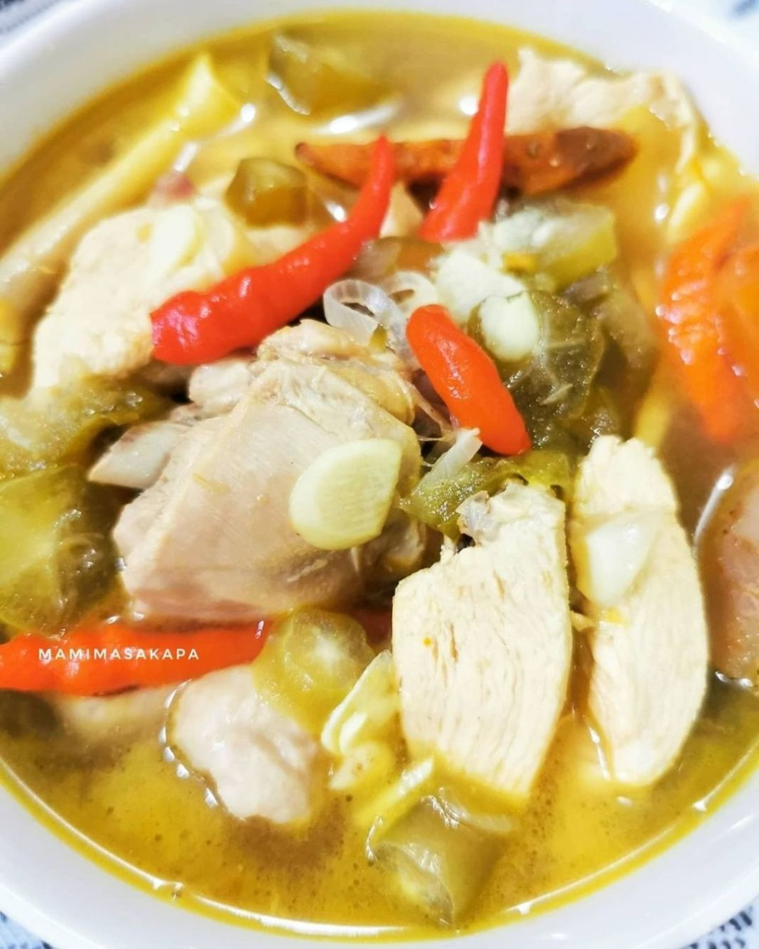 Info kuliner, Ini sih dari fotonya udah keliatan seger pedes nih, cocok dimakan untuk buka puasa nanti!  ASEM …
