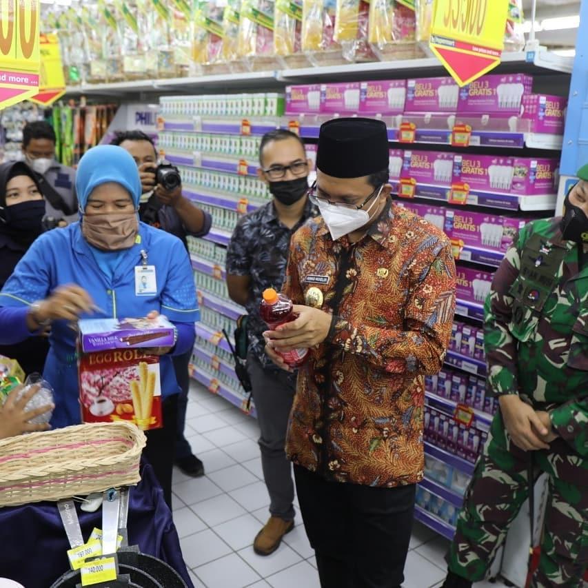 Jelang Hari Raya Idul Fitri 2021, Bupati Gus Muhdlor  Sidak Mamin di Supermarket  KOMINFO, S…