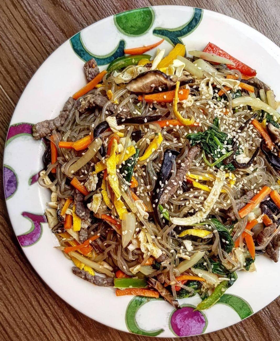 Info kuliner, Japchae Makanan khas korea nih berupa sohun (dang myeon) yang dicampur dengan berbagai jenis sa…