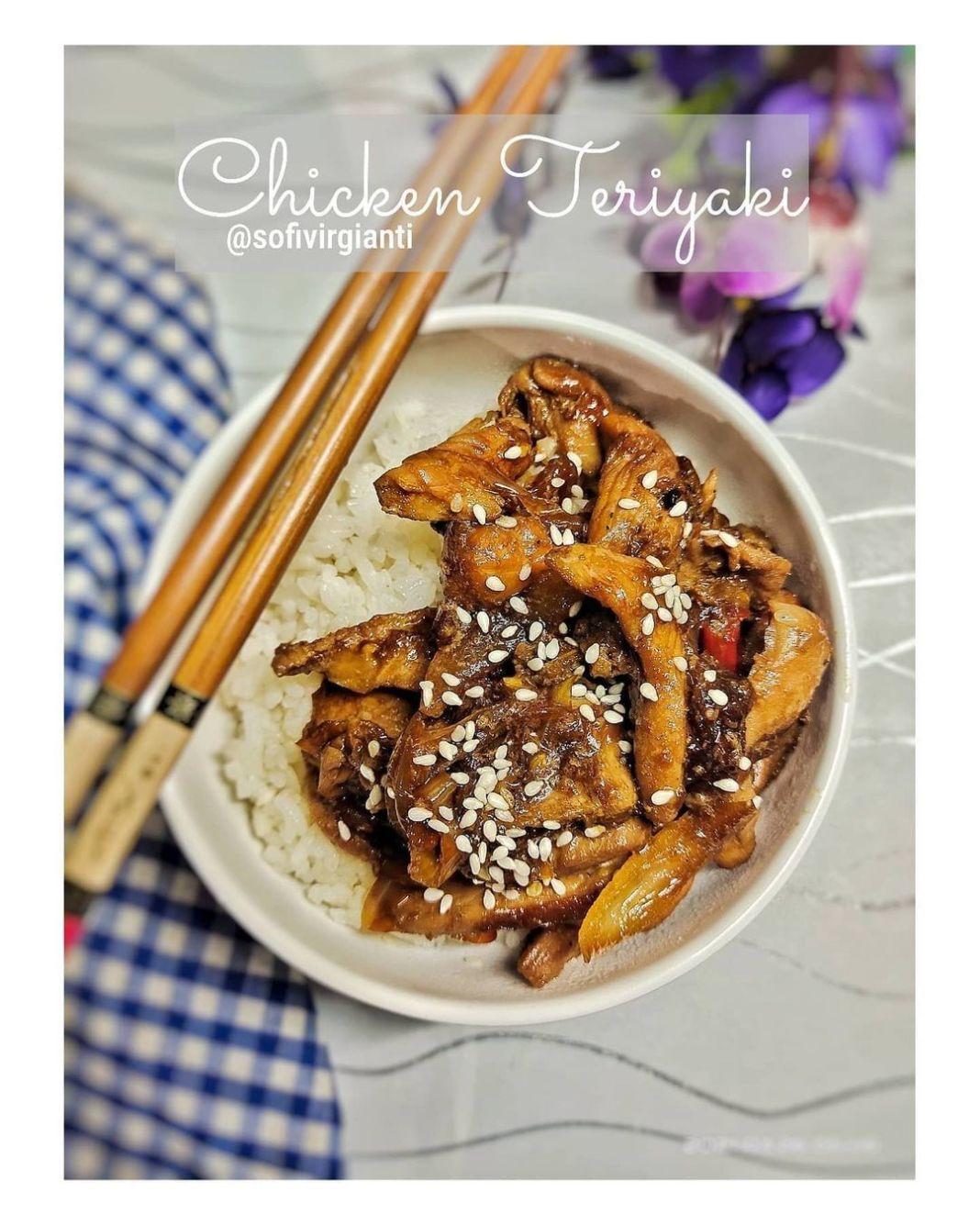 Info kuliner, CHICKEN TERIYAKI ide masakan jepang ala-ala, sedaap~  Bahan : 250 gr Dada Ayam, iris tipis 1 sd…