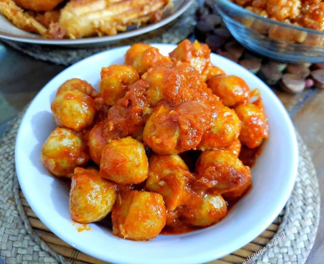 Info kuliner, Sambal bakso ikan dapat untuk lauk atau camilan nih  Bahan-bahan 1/2 kg bakso ikan Garam secukupn…