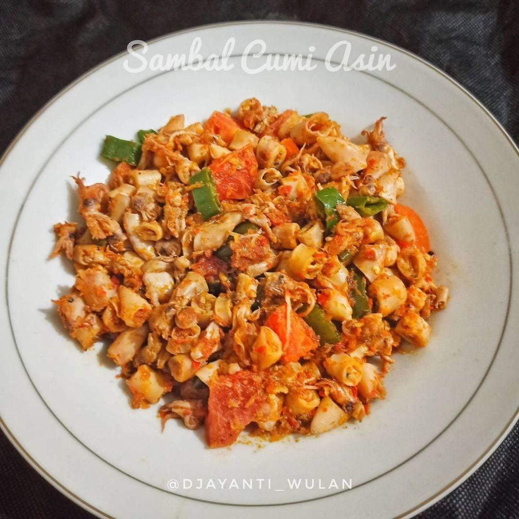 Info kuliner, Sambal cumi asin  Bahan : – cumi asin 1/4 kg – bawang merah 3 siung – bawang putih 2 siung – ca…