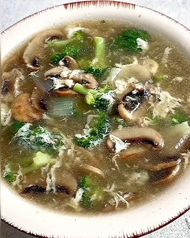 Info kuliner, SUP JAMUR BROKOLI Ada nasi, ada lauk, ada sayur. Boleh banget nih menu sayur untuk anak-anak cr:…