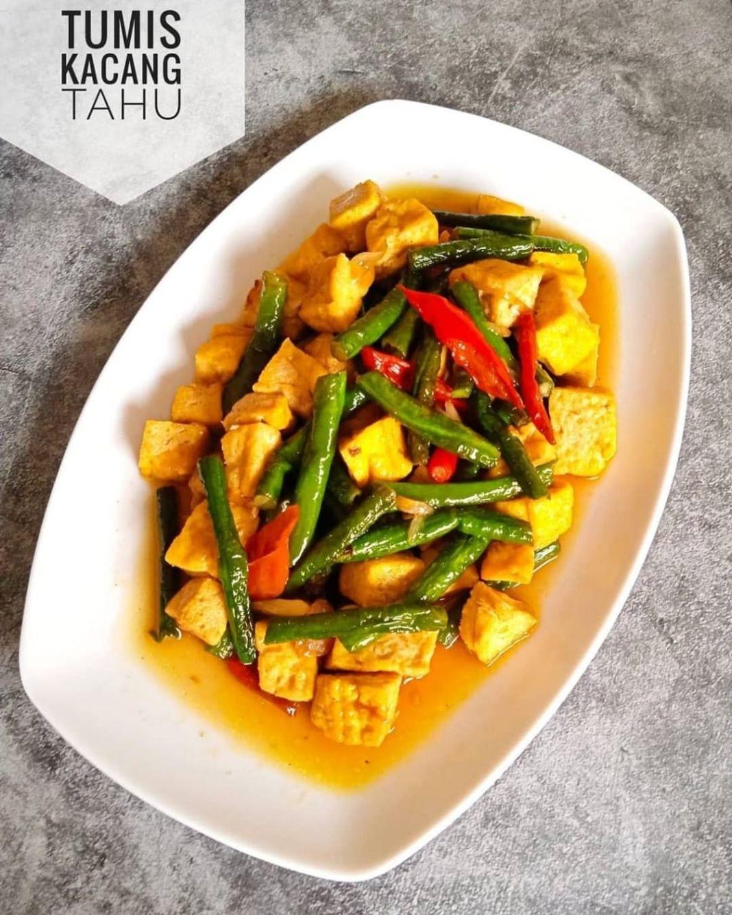 Info kuliner, TUMIS KACANG TAHU•  -5 buah tahu kuning (potong dadu, goreng kering) -2 cabai merah keriting (i…