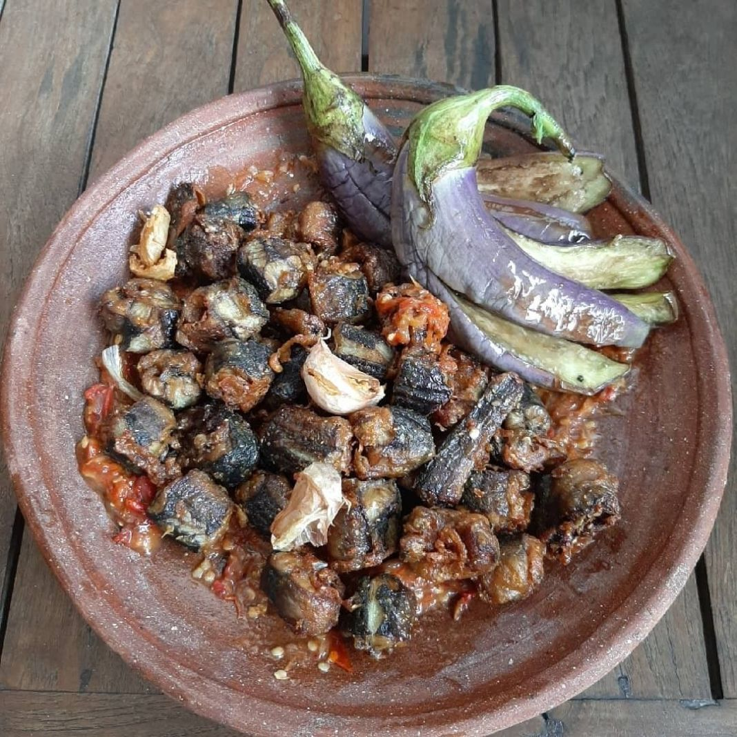 Info kuliner, ada yg udh pernah cobain belum nih??  Sambal Belut Surabaya #caresti_sambalbelutsurabaya  Bahan…