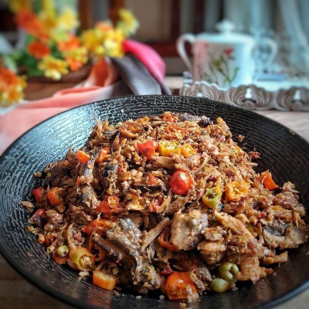 Info kuliner, Sambel cakalang dgn kecombrang ________ Bahan. 1 cakalang fufu 500 gr . Goreng pki airfryer .la…