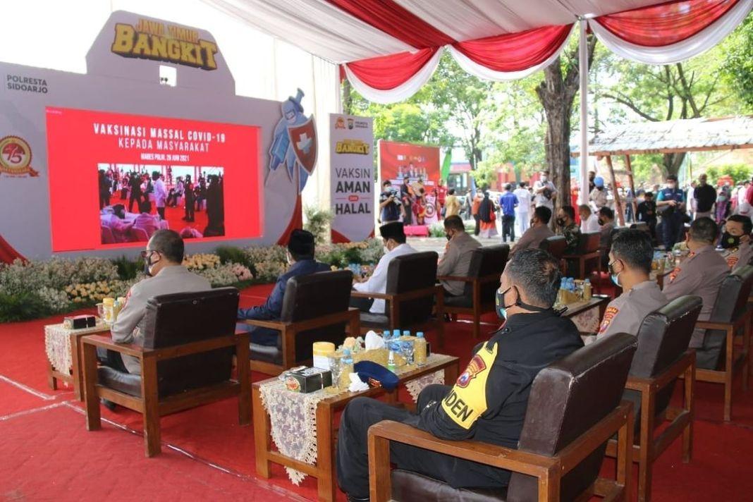Serbuan Vaksinasi Nasional TNI-POLRI sehari Satu Juta orang serentak di 34 Wilayah Polda, Sabtu…