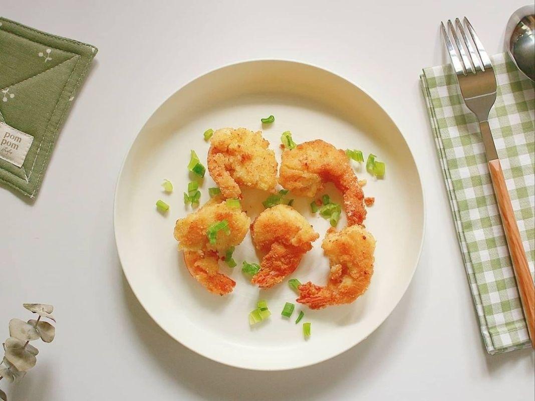 Info kuliner, Udang Goreng Tepung Kelapa dicocol mayo atau saos sambel enak bgt nihh  Cara membuat: 1.Bersihk…