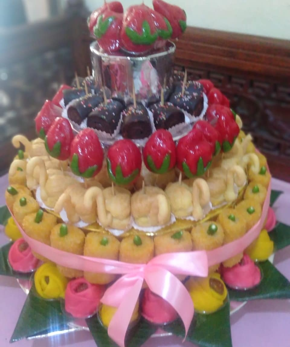 Tumpeng kue mini  #tumpengsidoarjo #tumpengkuesurabaya #tumpengkuesurabaya #kuem…