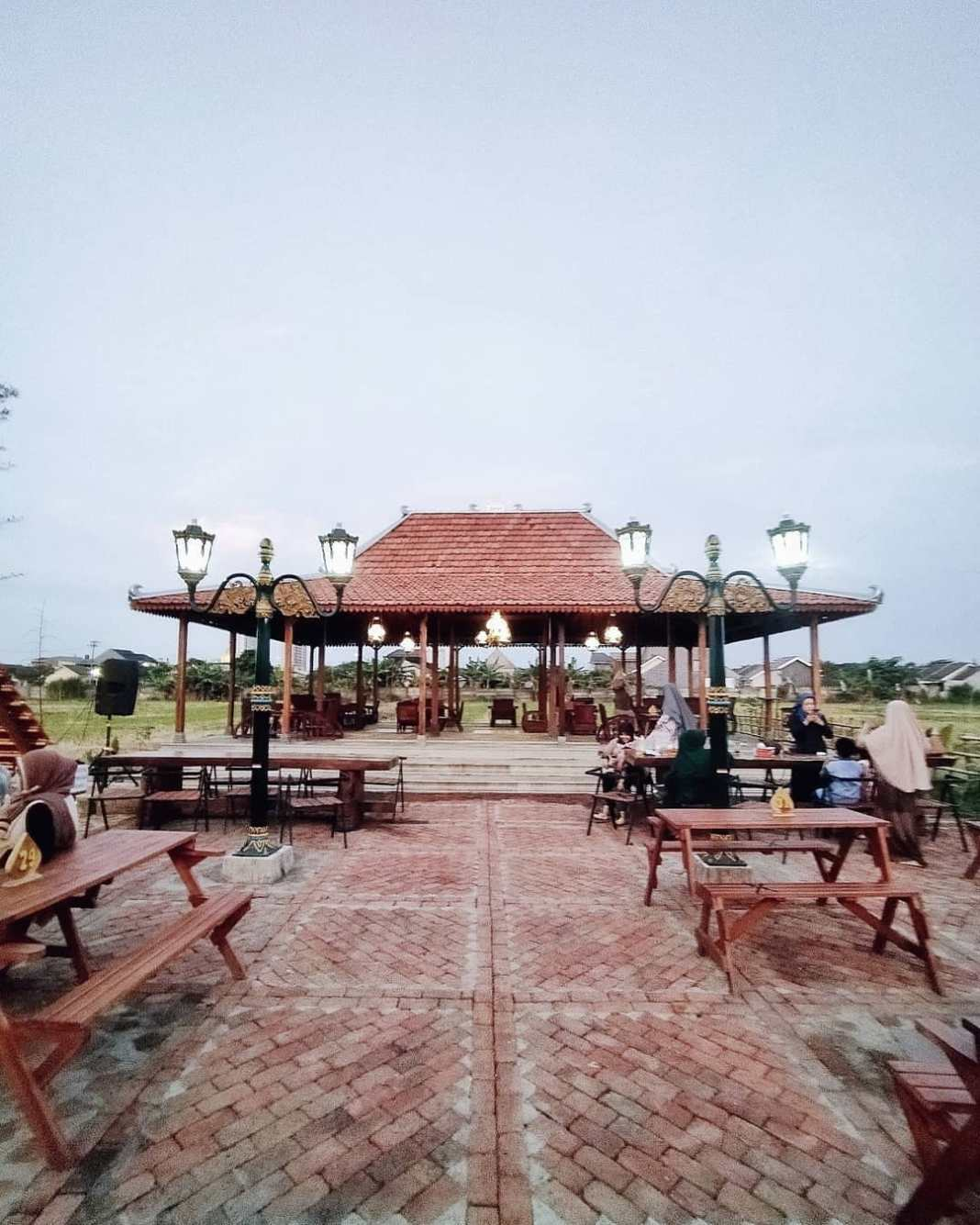 photo today by @jepretanaan taken at Sumput Cafe Wedangan Joglo