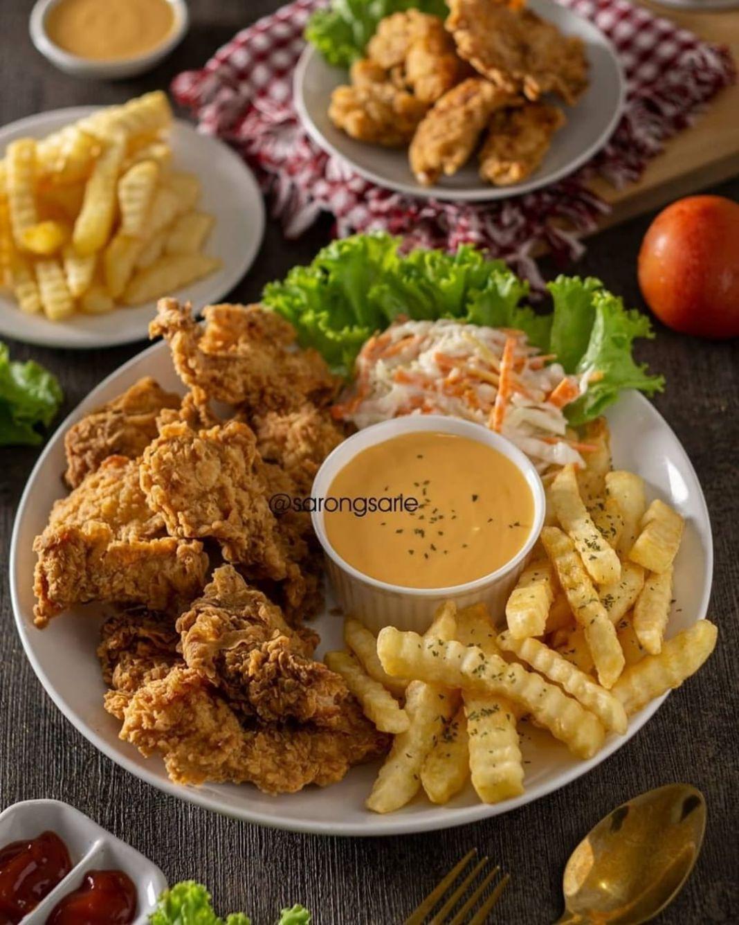Info kuliner, ayam fillet crispy nya enak bgt kranchy serta dapat keriting tepungnya  Yuk save resepnya bwat mas…