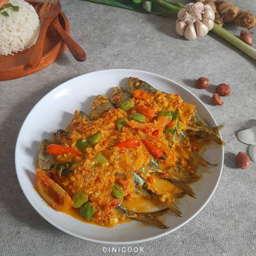 Info kuliner, PESMOL IKAN___   Pesmol Ikan  #dc_pesmolikan   Bahan : 6 ekor ikan laut 1 papan pete 1 b…