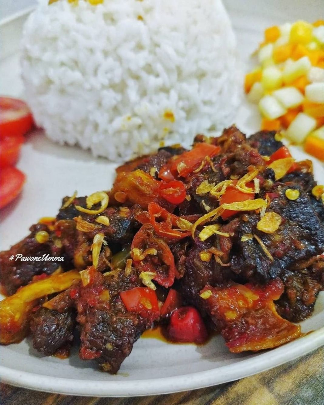 Info kuliner, Daging Gongso Pedas Mantap  Bahan: ½ kilo daging sapi (rebus hingga empuk, lalu goreng ½ kering…