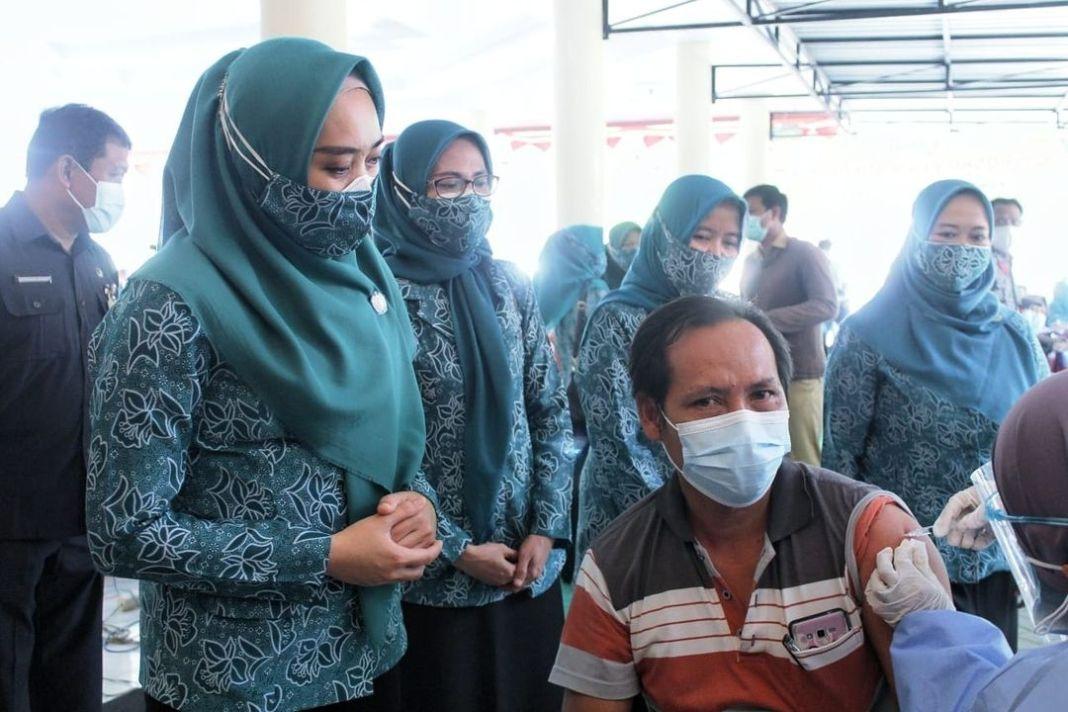Kader PKK Kecamatan serta Desa Harus Kawal Bansos   SIDOARJO : Pelaksanaan vaksinasi setiap kecam…