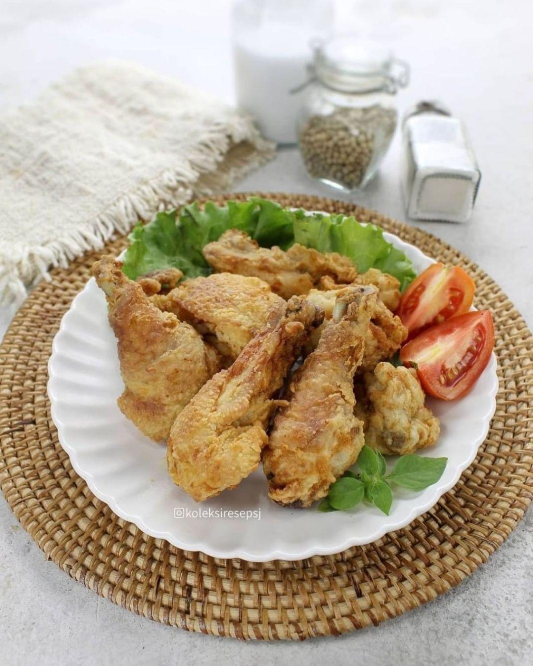 Info kuliner, AYAM GORENG BUTTERMILK by @koleksiresepsj . Bahan: 1 ekor ayam, potong 10 bagian 3/4 SDT garam …