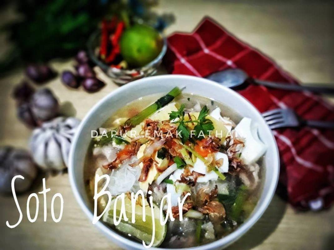 Info kuliner, soto banjar seger bgt nih bundddd, makannya pas lagi panas-panasnyaa yuuum!!  Bahan bahan 1/2 e…