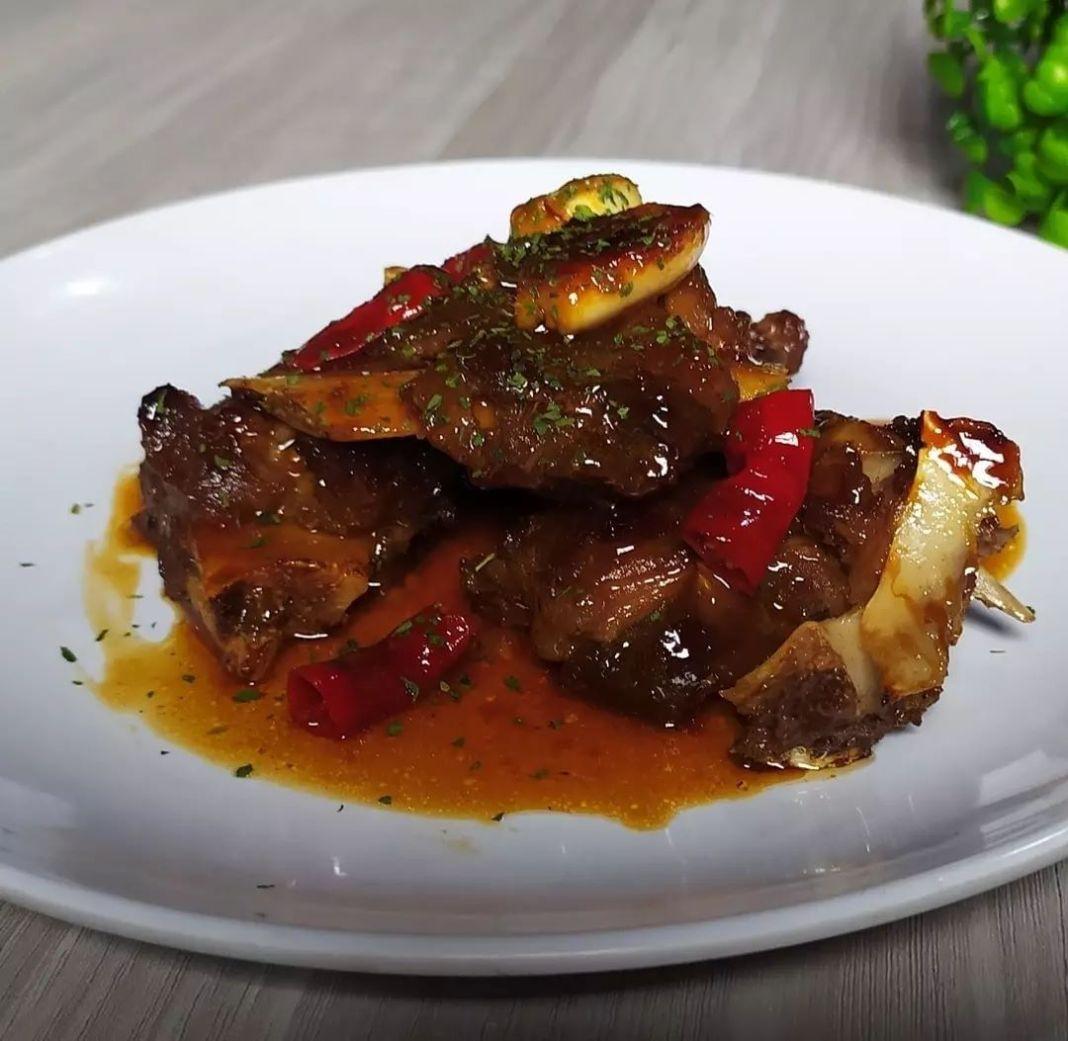Info kuliner,  IGA KAMBING SAUS TIRAM   Bahan-Bahannya : Iga kambing rebus (direbus dgn lengkuas, serai, daun…