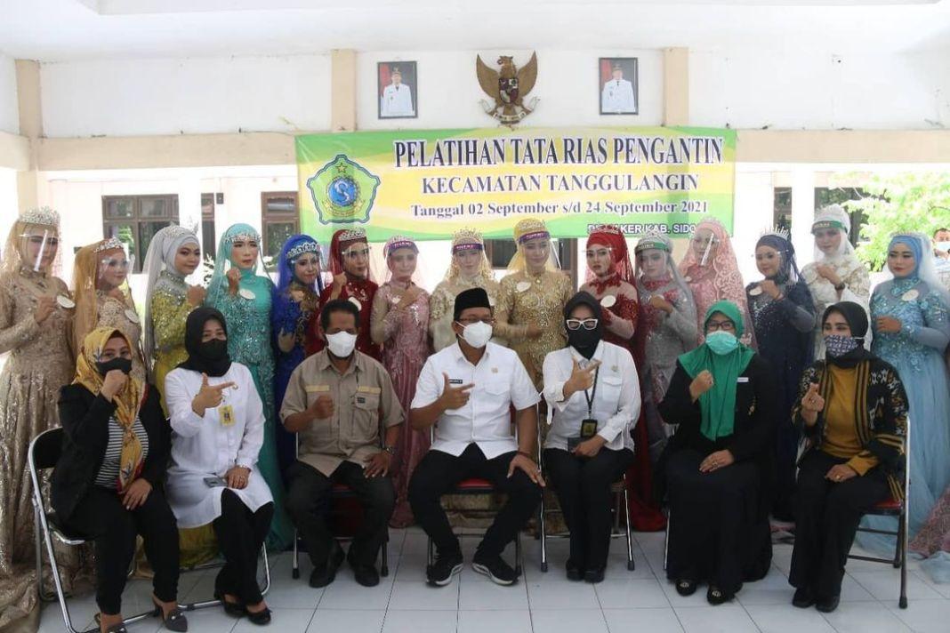 Peserta pelatihan kompetensi yang dinyatakan lulus oleh Dinas Tenaga Kerja (Disnaker) Kabupaten…