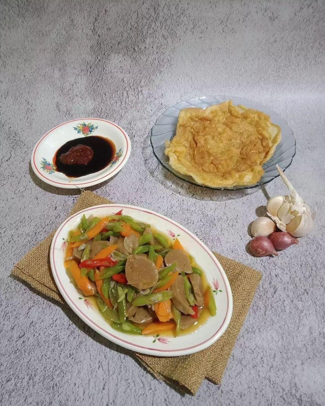 Info kuliner, tumis tumisan yg gampang bgt untuk nyaa!   Tumis buncis wortel bakso Bahan-bahan: Wortel 1bj Bun…