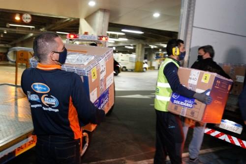 Amazonas recebe lote com 35.100 doses de vacinas contra Covid-19