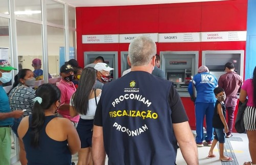 Procon-AM autua agências bancárias por descumprimento à Lei das Filas em Tabatinga