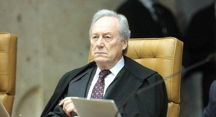 Lewandowski mantém quebra de sigilo de assessor de Bolsonaro