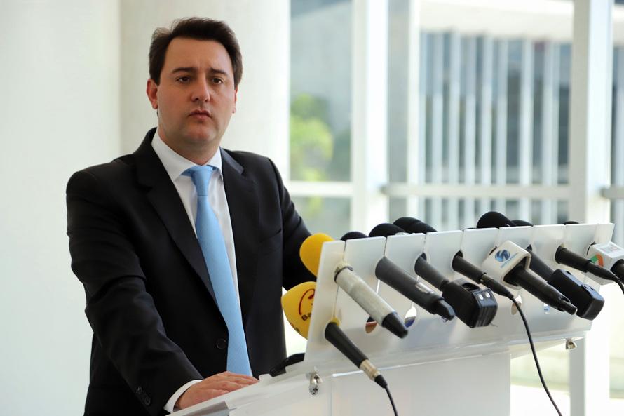 Governador exonera todos os cargos comissionados do Estado