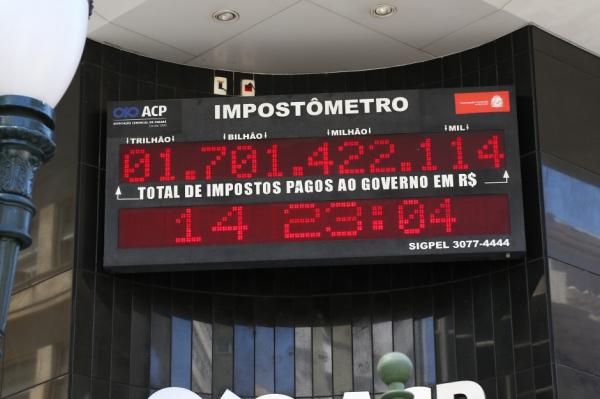 Paranaenses pagaram mais de R$ 128 bilhões em impostos