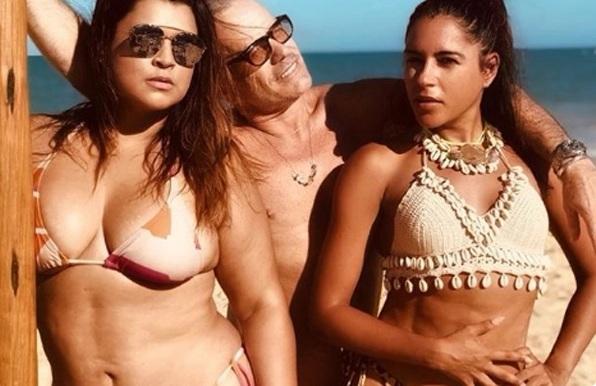 Preta Gil posta foto de biquíni e compara: 'Kardashian do Agreste'