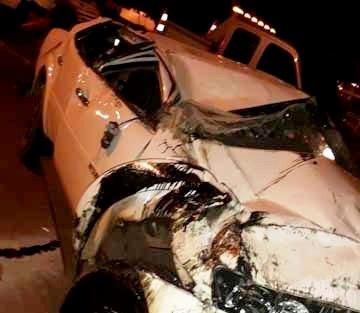Caminhonete fica destruída após capotar na BR 369 em Cambara