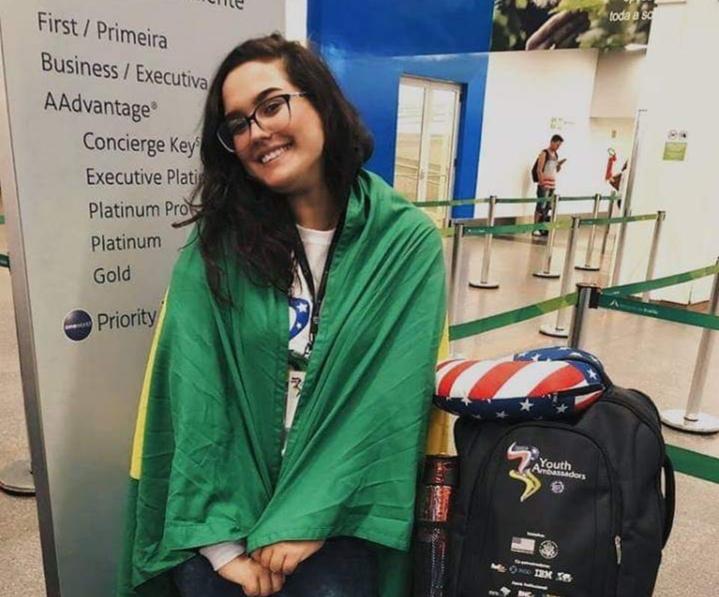 Jacarezinhense vencedora do Programa Jovens Embaixadores chega dos Estados Unidos