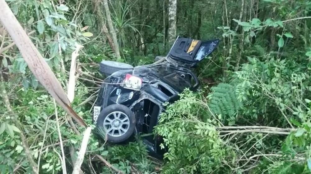 Três adolescentes ficam feridos em acidente na BR-153; um deles dirigia o carro