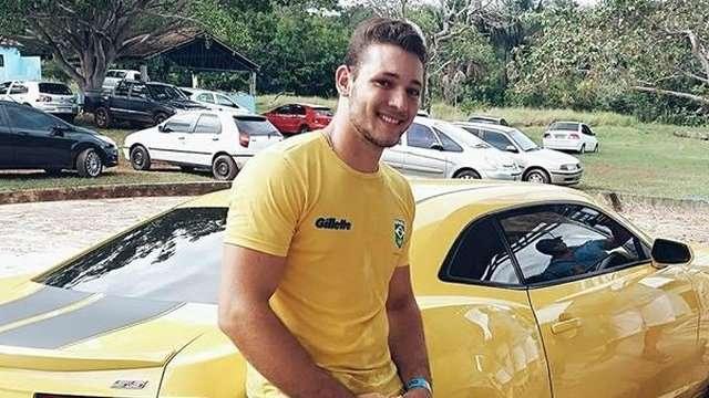 Cantor sertanejo morre ao bater moto de frente com caminhão em rodovia de MS