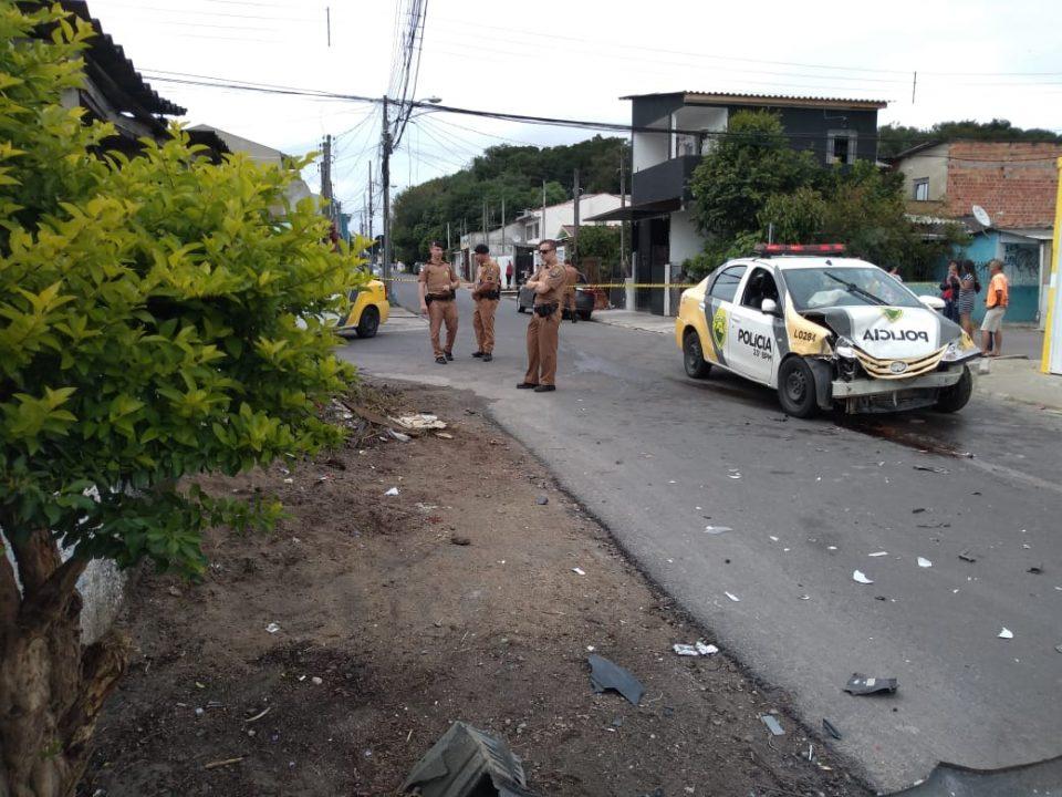 Paraná: Viatura é atingida por carro durante perseguição e PMs ficam feridos