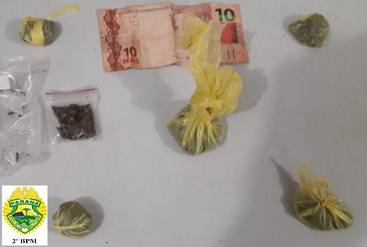 Homem é preso comercializando drogas em Praça Pública