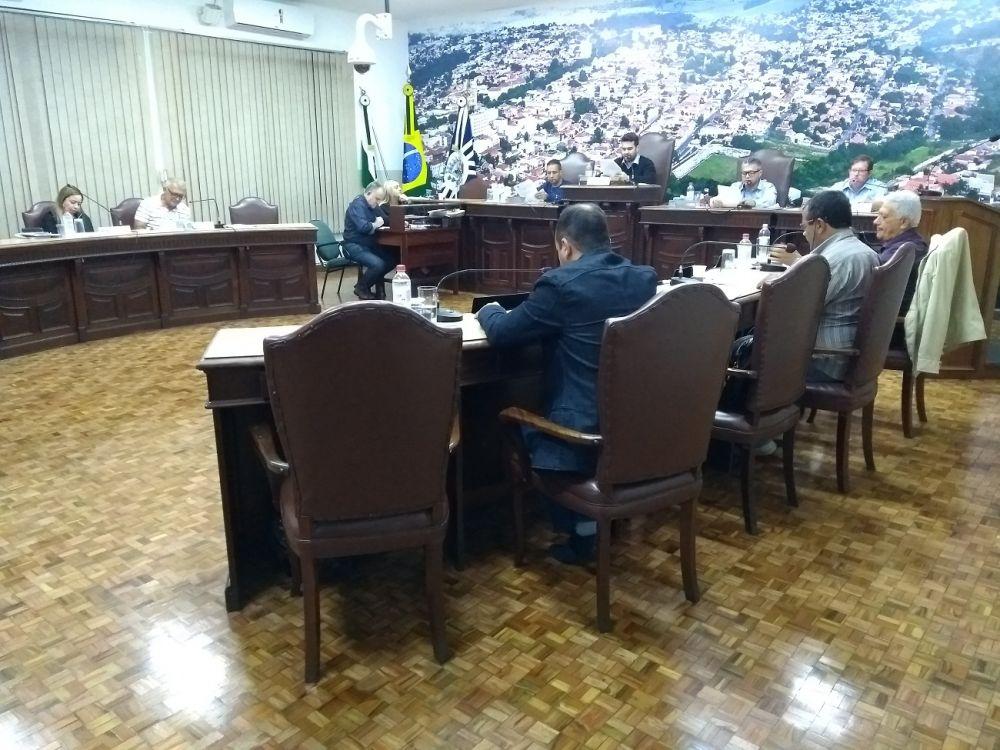 Jacarezinho: Câmara rejeita abertura de processo contra prefeito