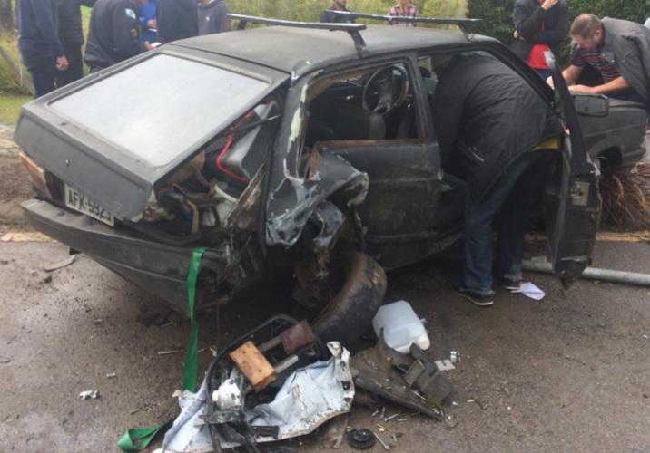 Universitário faz 'strike' em três carros e BMW invade condomínio