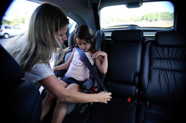 Cadeirinhas reduzem mortes de crianças no trânsito em até 60%, diz OMS