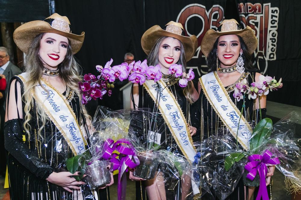Amanda de Oliveira Zeferino eleita rainha da 23ª Fescafé