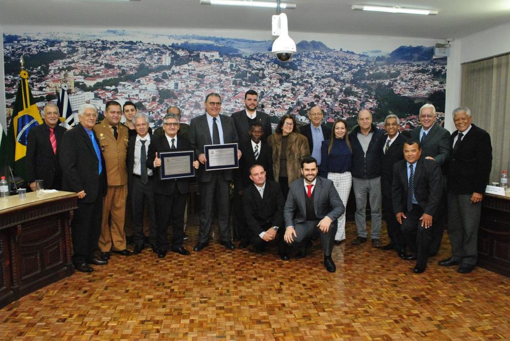 Dr. Sérgio e Lupion recebem cidadania de Jacarezinho